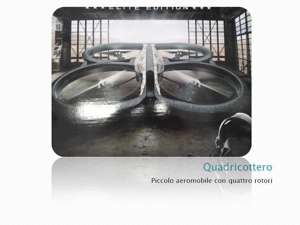 Piccolo aeromobile con quattro rotori