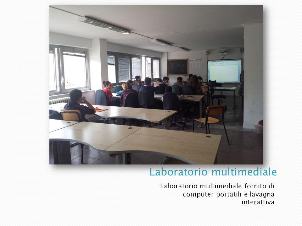 Laboratorio multimediale fornito di computer portatili e lavagna interattiva
