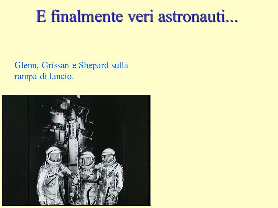 E finalmente veri astronauti... Glenn, Grissan e Shepard sulla rampa di lancio.
