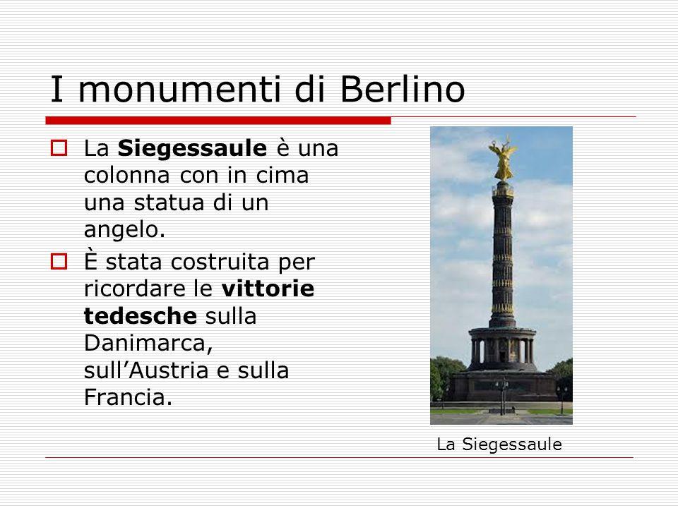  La Siegessaule è una colonna con in cima una statua di un angelo.  È stata costruita per ricordare le vittorie tedesche sulla Danimarca, sull'Austr
