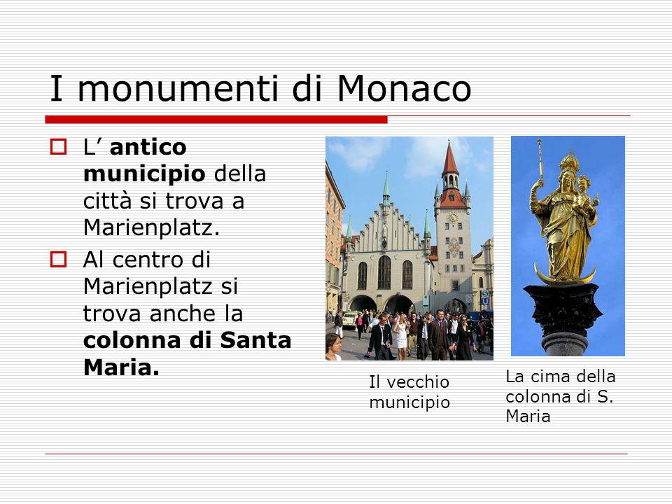 I monumenti di Monaco  L' antico municipio della città si trova a Marienplatz.  Al centro di Marienplatz si trova anche la colonna di Santa Maria. I