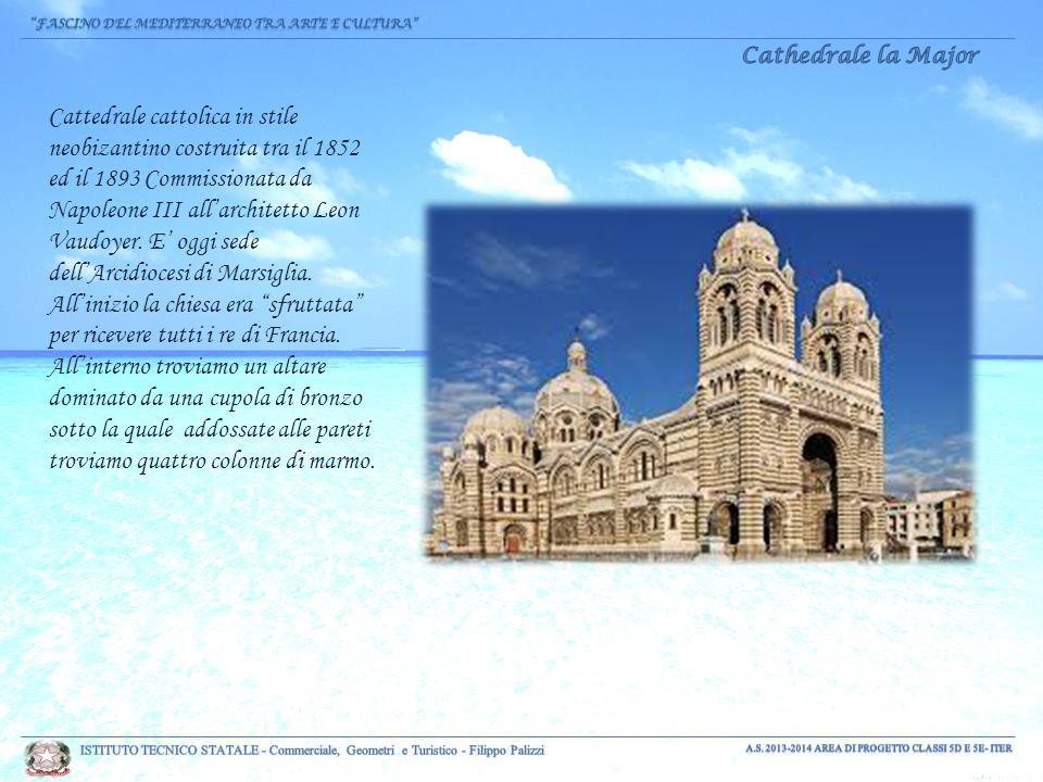 Cattedrale cattolica in stile neobizantino costruita tra il 1852 ed il 1893 Commissionata da Napoleone III all'architetto Leon Vaudoyer.