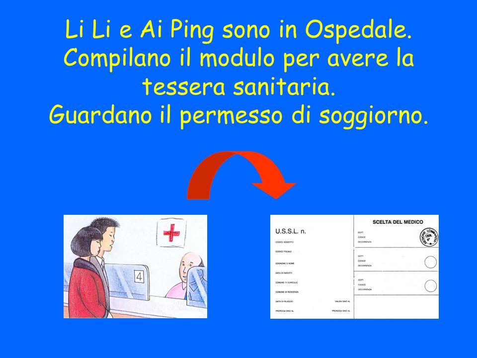 Li Li e Ai Ping sono in Ospedale. Compilano il modulo per avere la tessera sanitaria.