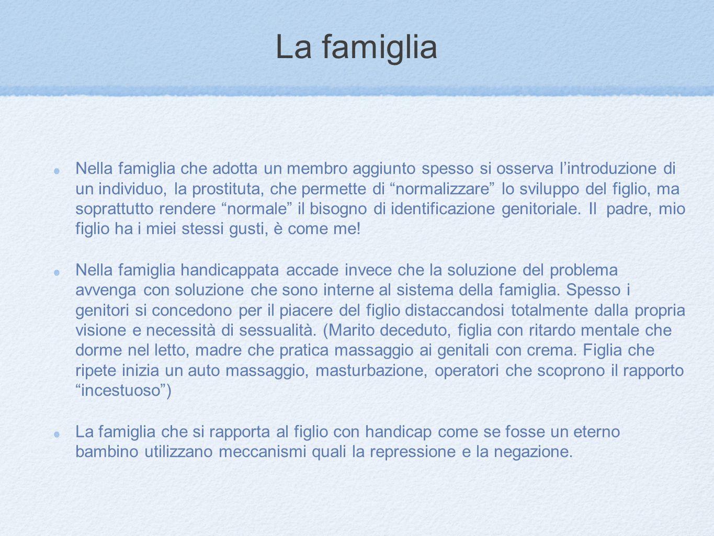 """La famiglia Nella famiglia che adotta un membro aggiunto spesso si osserva l'introduzione di un individuo, la prostituta, che permette di """"normalizzar"""