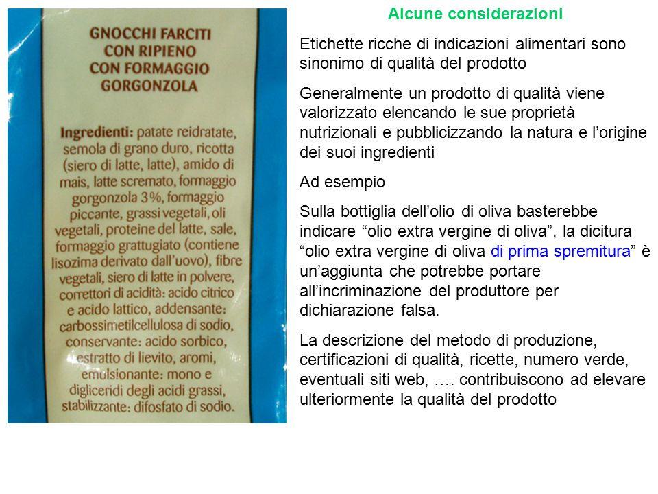 Gli ingredienti sono riportati in base all'ordine decrescente di quantità Questo significa che guardando le etichette di due prodotti concorrenti possiamo farci un'idea della qualità dei due cibi guardando l'ordine dei componenti Ad esempio: due biscotti in cui l'ordine di olio di oliva e margarina sono invertiti, significa che quello in cui l'olio compare prima dovrebbe avere un valore aggiunto maggiore ATTENZIONE ALLE TRUFFE e alle furberie: a volte, scorporando due componenti simili, si vuole dare un valore superiore al reale ingannando il consumatore.