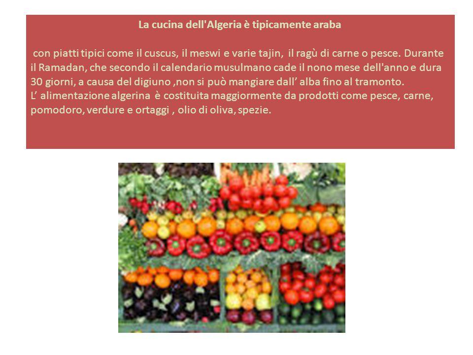 La cucina dell'Algeria è tipicamente araba con piatti tipici come il cuscus, il meswi e varie tajin, il ragù di carne o pesce. Durante il Ramadan, che