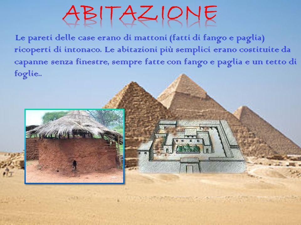 Le pareti delle case erano di mattoni (fatti di fango e paglia) ricoperti di intonaco. Le abitazioni più semplici erano costituite da capanne senza fi