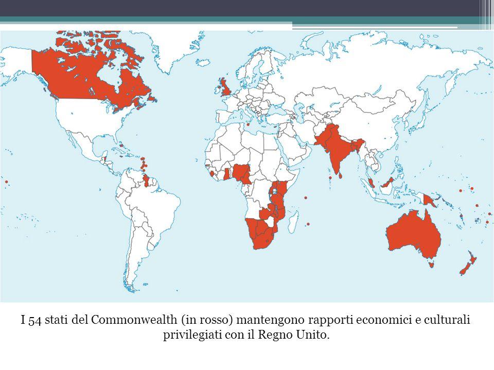 I 54 stati del Commonwealth (in rosso) mantengono rapporti economici e culturali privilegiati con il Regno Unito.