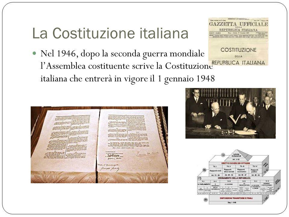 La Costituzione italiana Nel 1946, dopo la seconda guerra mondiale l'Assemblea costituente scrive la Costituzione italiana che entrerà in vigore il 1