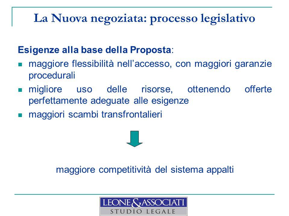 La Nuova negoziata Direttiva 2014/24/UE ( Nuova direttiva ) Considerando 42:  È indispensabile che le AA dispongano di maggiore flessibilità nella scelta di una procedura d'appalto che prevede la negoziazione → nessuna limitazione re: norme nazionali  È probabile che un più ampio ricorso a tali procedure incrementi gli scambi transfrontalieri  È opportuno che gli Stati membri abbiano la facoltà di ricorrere ad una procedura competitiva con negoziazione o al dialogo competitivo in varie situazioni qualora non risulti che procedure aperte o ristrette, senza negoziazione, possano portare a risultati soddisfacenti  Esempi per dialogo competitivo e Nuova negoziata: progetti innovativi importanti infrastrutture di trasporto integrato grandi reti informatiche finanziamenti complessi e strutturati  Se del caso: nomina di un RUP per assicurare la buona cooperazione tra AA e operatori economici