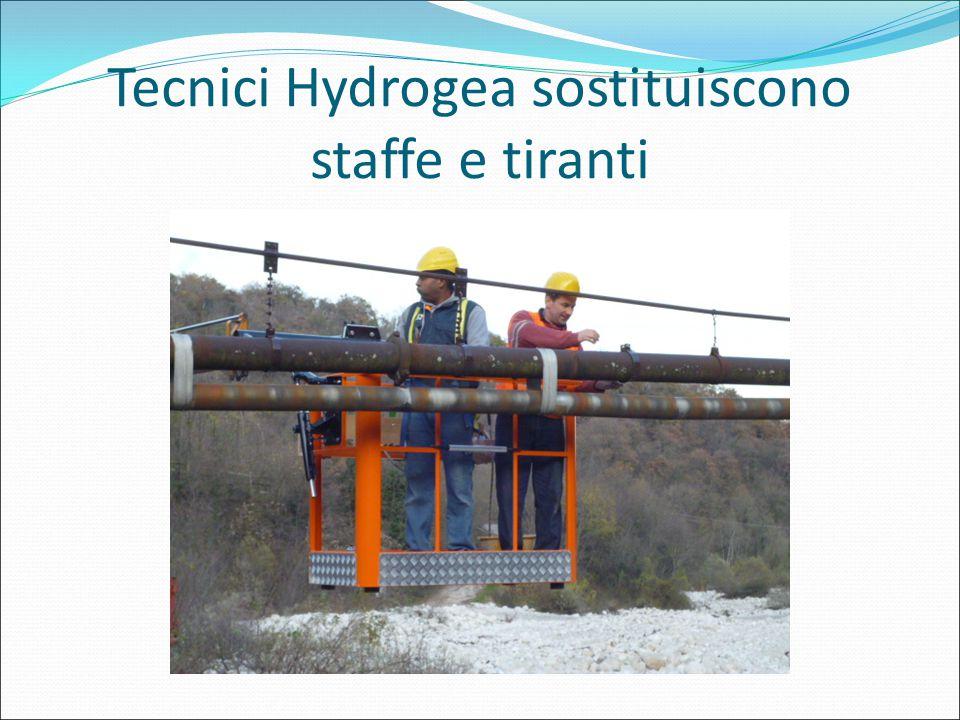 Tecnici Hydrogea sostituiscono staffe e tiranti