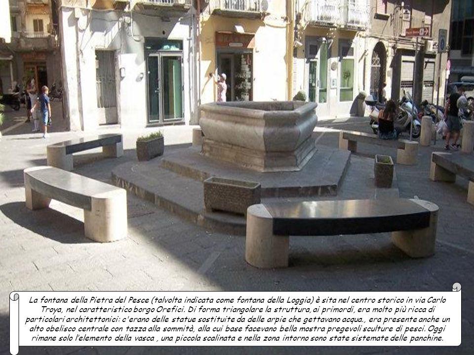 La Fontana delle Conchiglie è la terza fontana storica di Napoli, ubicata nei Giardini del Molosiglio in via Acton non molto distante dalla nota piazz