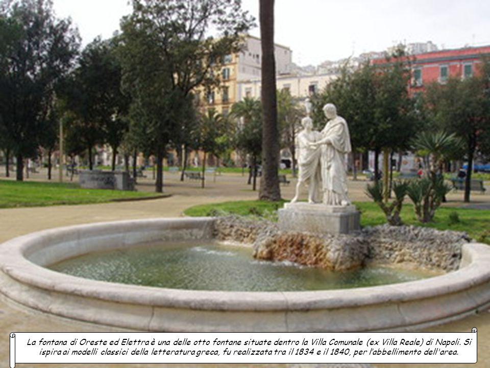 La fontana di Cástore e Pollúce è una delle fontane neoclassiche di Napoli caratterizzata da una grande vasca circolare al cui centro su un cumulo di