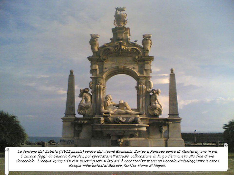La fontana del Nettuno (1595-1599) di forma circolare è circondata da una balaustra ornata con viticci traforati e quattro gradinate contrapposte, ai