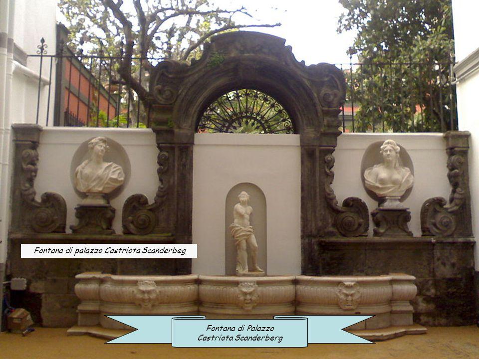 Fontana di un palazzo in Via Bisignano Fontanella di un palazzo in Via Tribunali