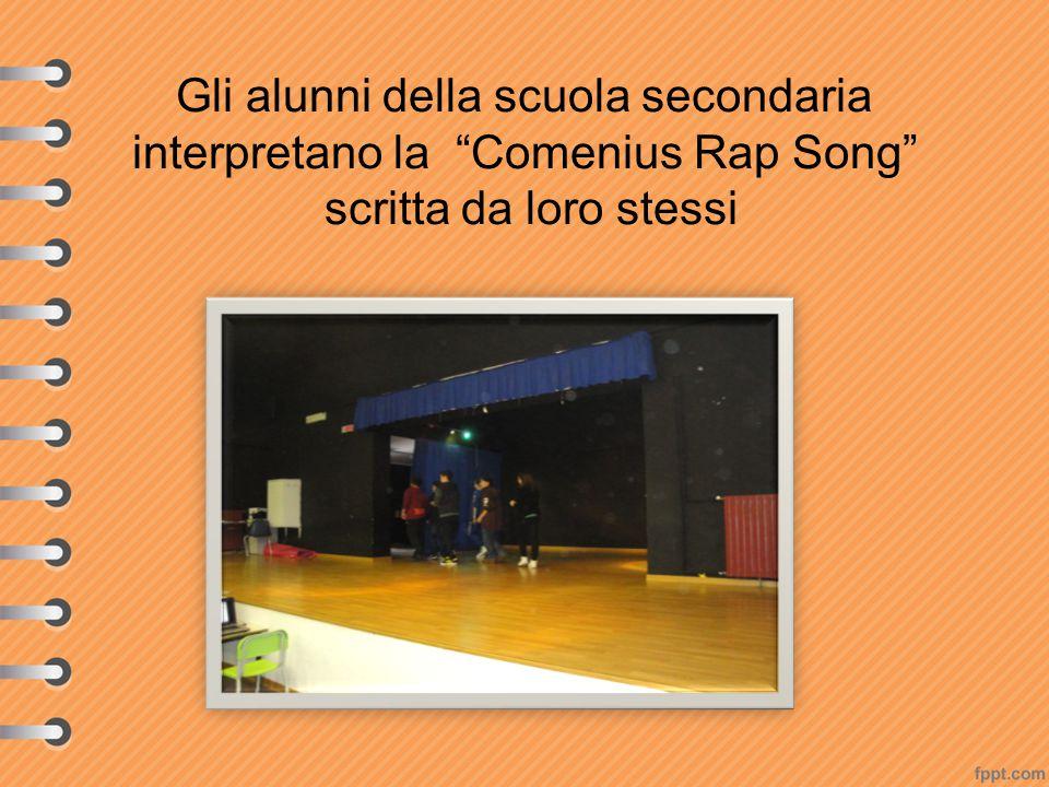 """Gli alunni della scuola secondaria interpretano la """"Comenius Rap Song"""" scritta da loro stessi"""