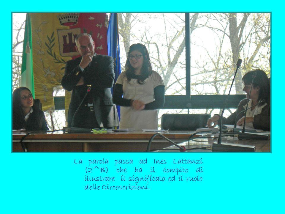 La parola passa ad Ines Lattanzi (2^B) che ha il compito di illustrare il significato ed il ruolo delle Circoscrizioni.