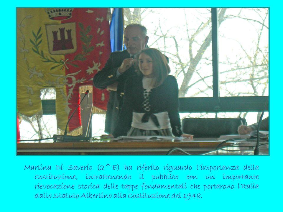 Martina Di Saverio (2^E) ha riferito riguardo l'importanza della Costituzione, intrattenendo il pubblico con un importante rievocazione storica delle