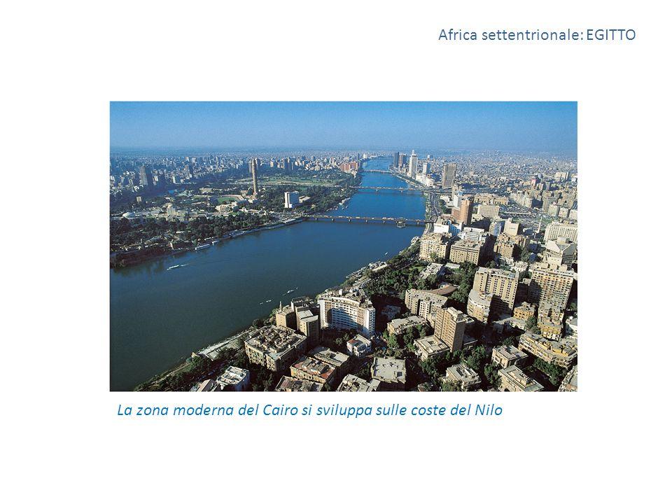 La zona moderna del Cairo si sviluppa sulle coste del Nilo