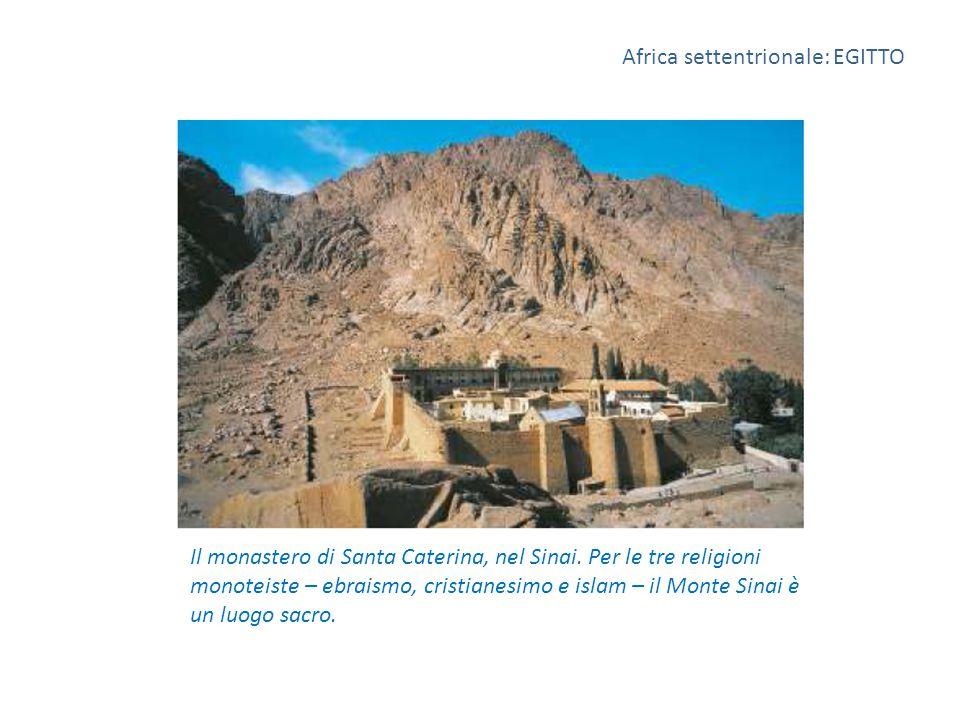 Il monastero di Santa Caterina, nel Sinai. Per le tre religioni monoteiste – ebraismo, cristianesimo e islam – il Monte Sinai è un luogo sacro. Africa