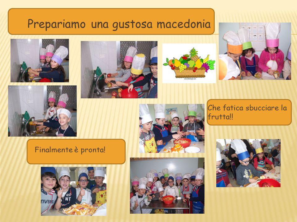 Prepariamo una gustosa macedonia Che fatica sbucciare la frutta!! Finalmente è pronta!