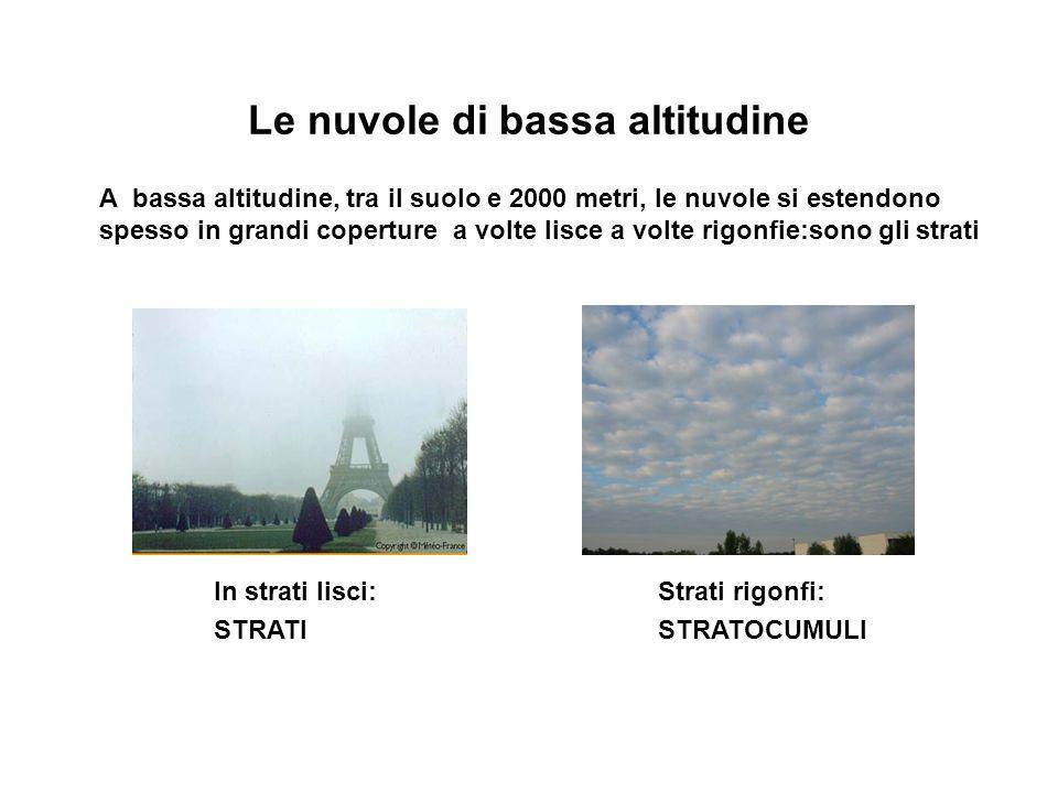Le nuvole di bassa altitudine A bassa altitudine, tra il suolo e 2000 metri, le nuvole si estendono spesso in grandi coperture a volte lisce a volte r