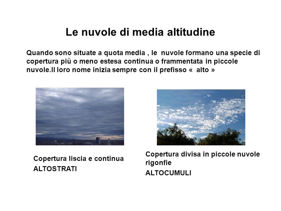 Le nuvole di media altitudine Quando sono situate a quota media, le nuvole formano una specie di copertura più o meno estesa continua o frammentata in