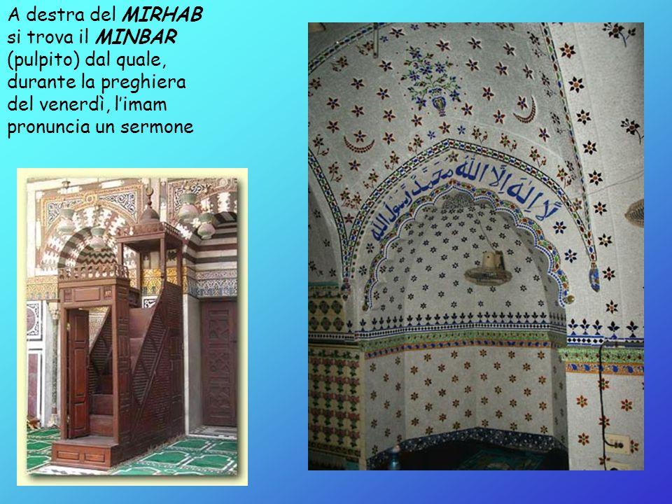 A destra del MIRHAB si trova il MINBAR (pulpito) dal quale, durante la preghiera del venerdì, l'imam pronuncia un sermone