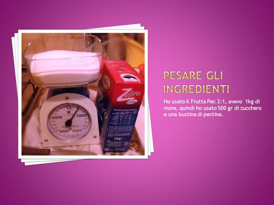 Ho usato il Frutta Pec 2:1, avevo 1kg di more, quindi ho usato 500 gr di zucchero e una bustina di pectina.