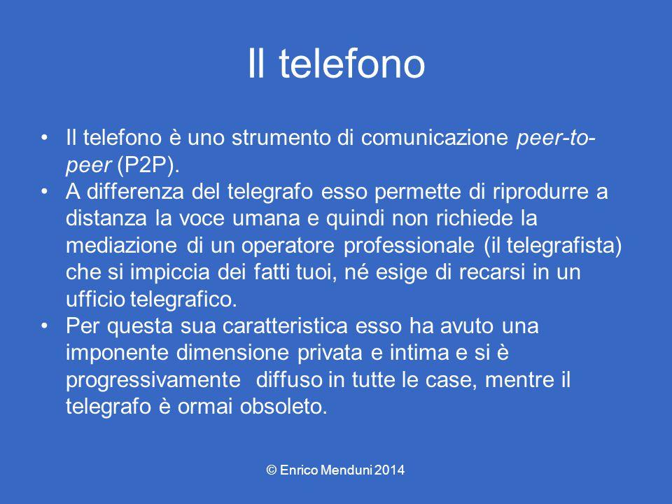Il telefono Il telefono è uno strumento di comunicazione peer-to- peer (P2P). A differenza del telegrafo esso permette di riprodurre a distanza la voc