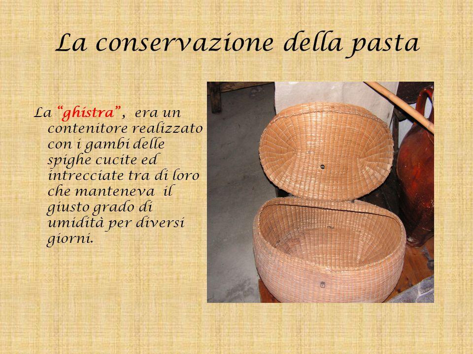 """La conservazione della pasta La """"ghistra"""", era un contenitore realizzato con i gambi delle spighe cucite ed intrecciate tra di loro che manteneva il g"""