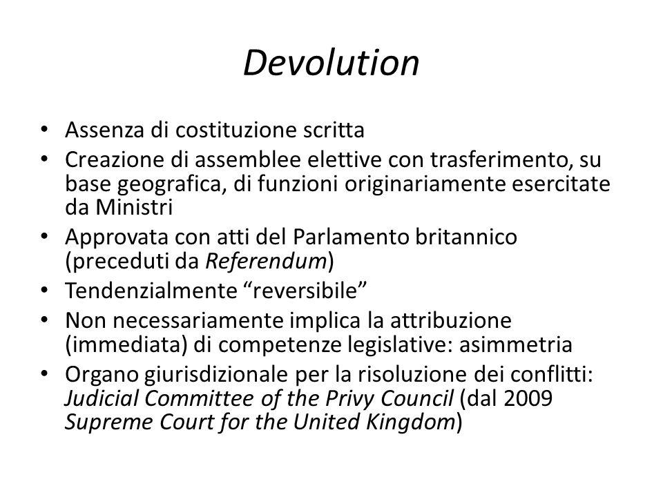 Devolution Assenza di costituzione scritta Creazione di assemblee elettive con trasferimento, su base geografica, di funzioni originariamente esercita