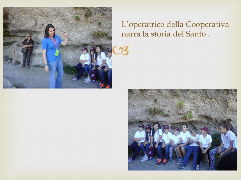  L'operatrice della Cooperativa narra la storia del Santo.