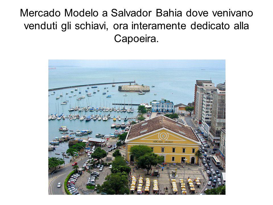 Mercado Modelo a Salvador Bahia dove venivano venduti gli schiavi, ora interamente dedicato alla Capoeira.