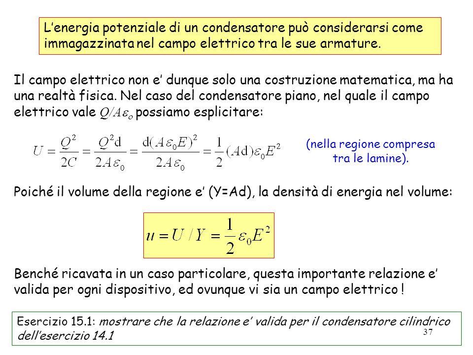 37 UE L'energia potenziale di un condensatore può considerarsi come immagazzinata nel campo elettrico tra le sue armature. Il campo elettrico non e' d
