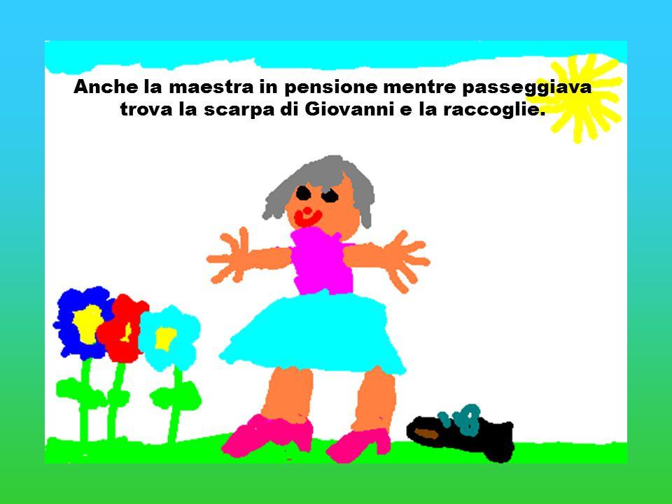 Anche la maestra in pensione mentre passeggiava trova la scarpa di Giovanni e la raccoglie.