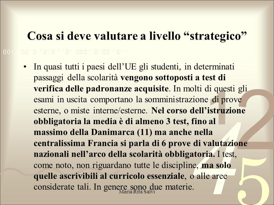 Cosa si deve valutare a livello strategico In quasi tutti i paesi dell'UE gli studenti, in determinati passaggi della scolarità vengono sottoposti a test di verifica delle padronanze acquisite.
