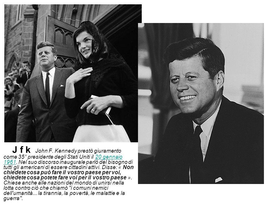 J f k John F.Kennedy prestò giuramento come 35° presidente degli Stati Uniti il 20 gennaio 1961.