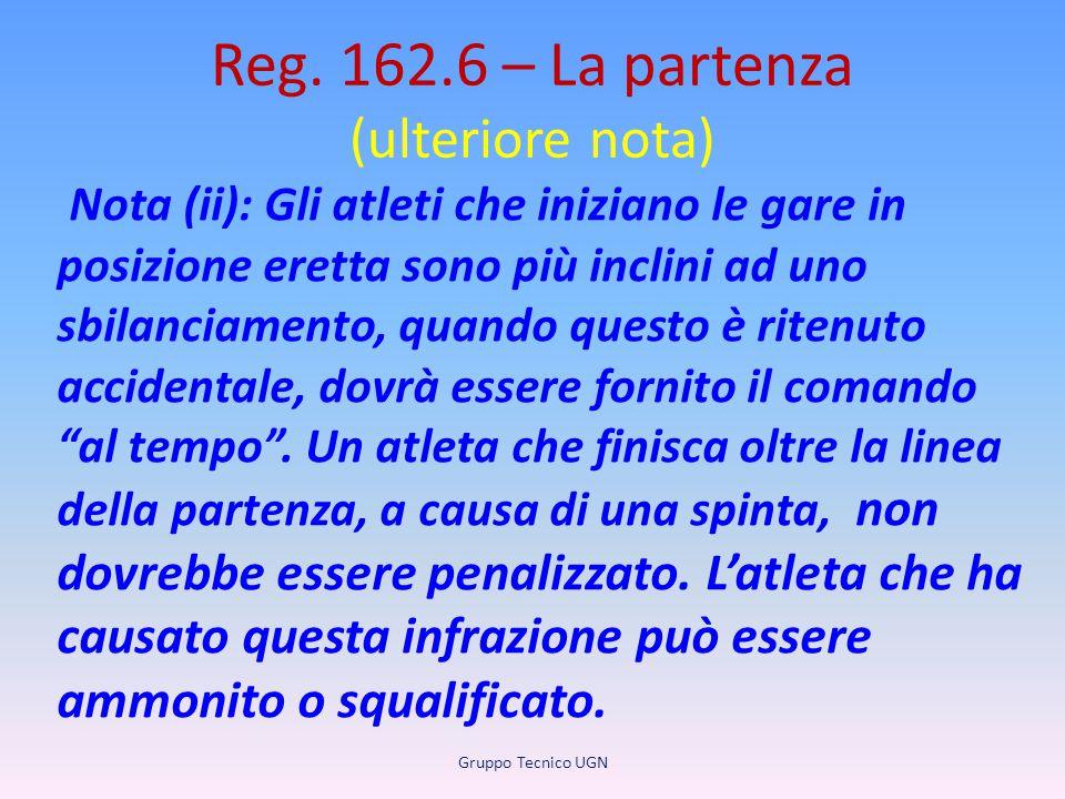 Reg. 162.6 – La partenza (ulteriore nota) Nota (ii): Gli atleti che iniziano le gare in posizione eretta sono più inclini ad uno sbilanciamento, quand