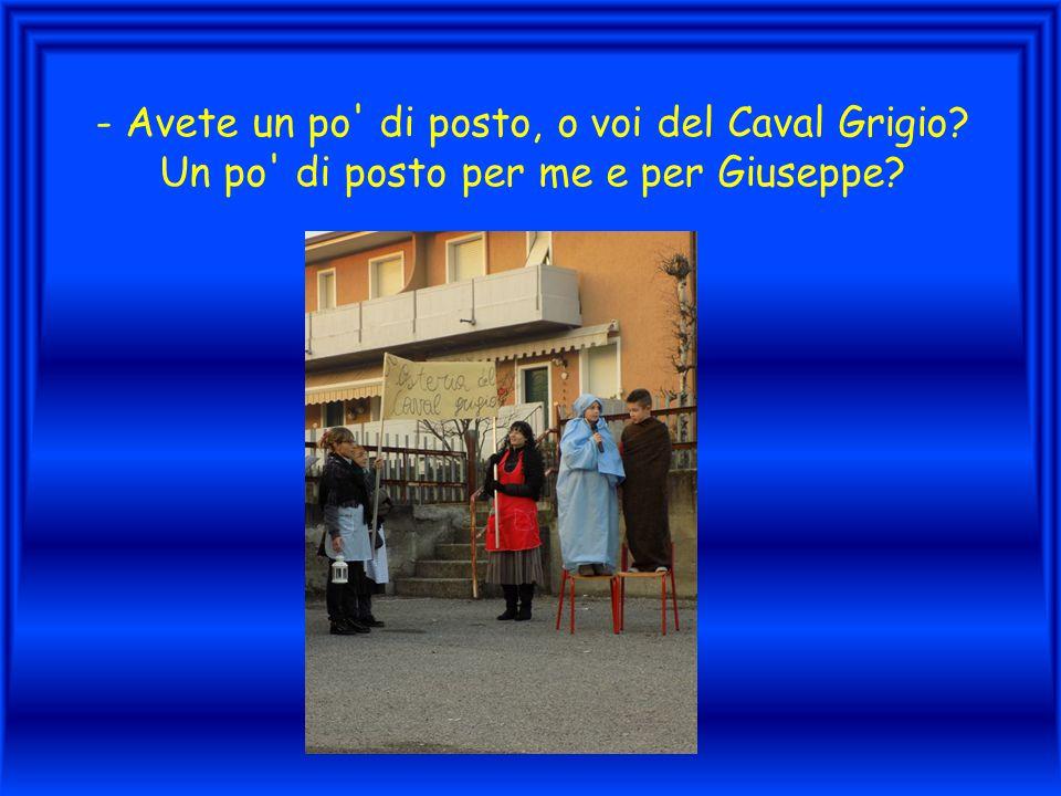- Avete un po' di posto, o voi del Caval Grigio? Un po' di posto per me e per Giuseppe?
