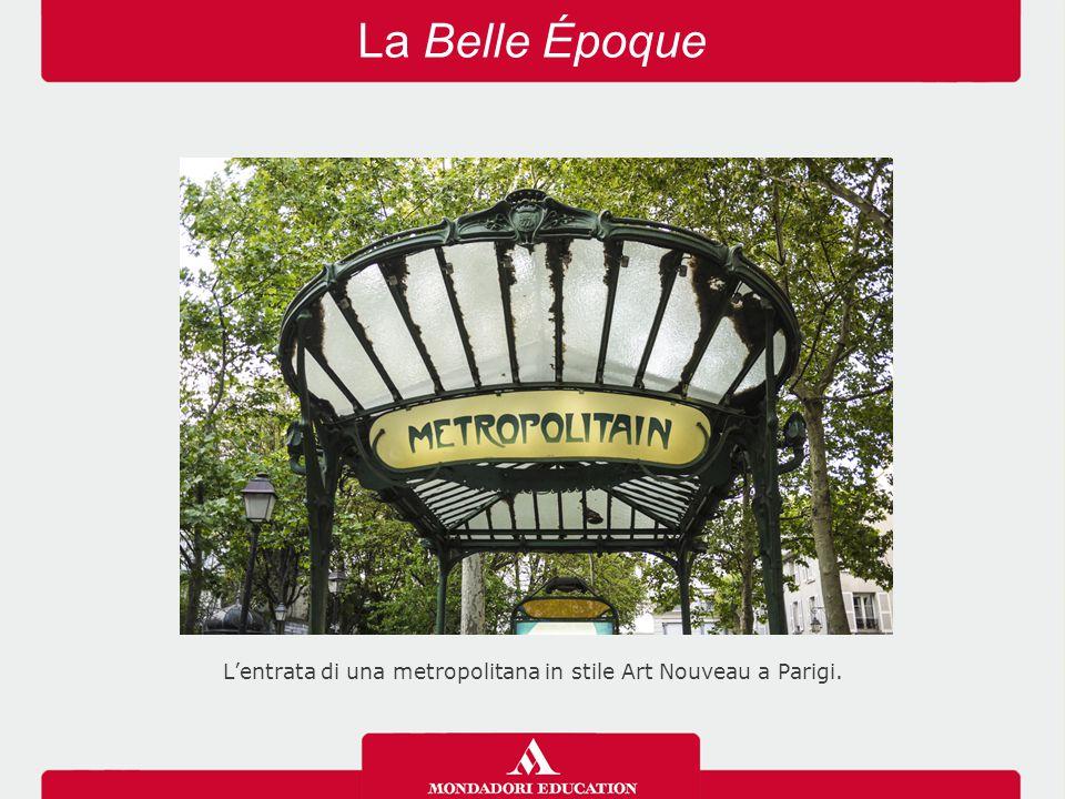 La Belle Époque L'entrata di una metropolitana in stile Art Nouveau a Parigi.