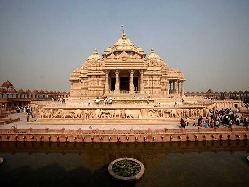 Il monumento è una combinazione di pietre rosa e di marmo bianco puro. La pietra rosa simboleggia la Bhakti in perpetua fioritura e il marmo bianco la