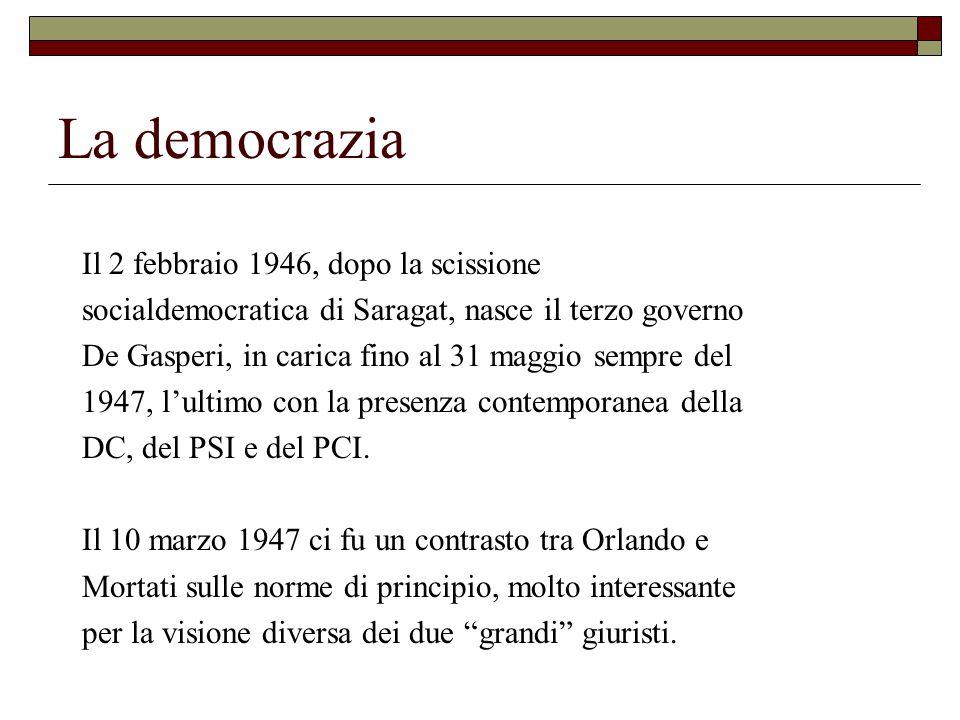 La democrazia Il 2 febbraio 1946, dopo la scissione socialdemocratica di Saragat, nasce il terzo governo De Gasperi, in carica fino al 31 maggio sempre del 1947, l'ultimo con la presenza contemporanea della DC, del PSI e del PCI.