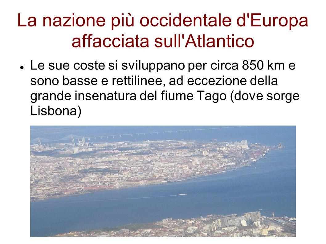 La nazione più occidentale d'Europa affacciata sull'Atlantico Le sue coste si sviluppano per circa 850 km e sono basse e rettilinee, ad eccezione dell