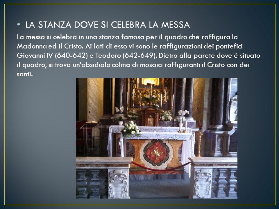 LA STANZA DOVE SI CELEBRA LA MESSA La messa si celebra in una stanza famosa per il quadro che raffigura la Madonna ed il Cristo. Ai lati di esso vi so