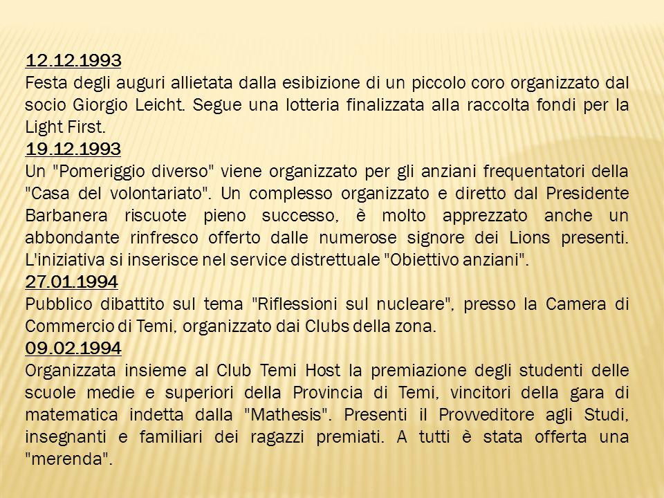 12.12.1993 Festa degli auguri allietata dalla esibizione di un piccolo coro organizzato dal socio Giorgio Leicht.