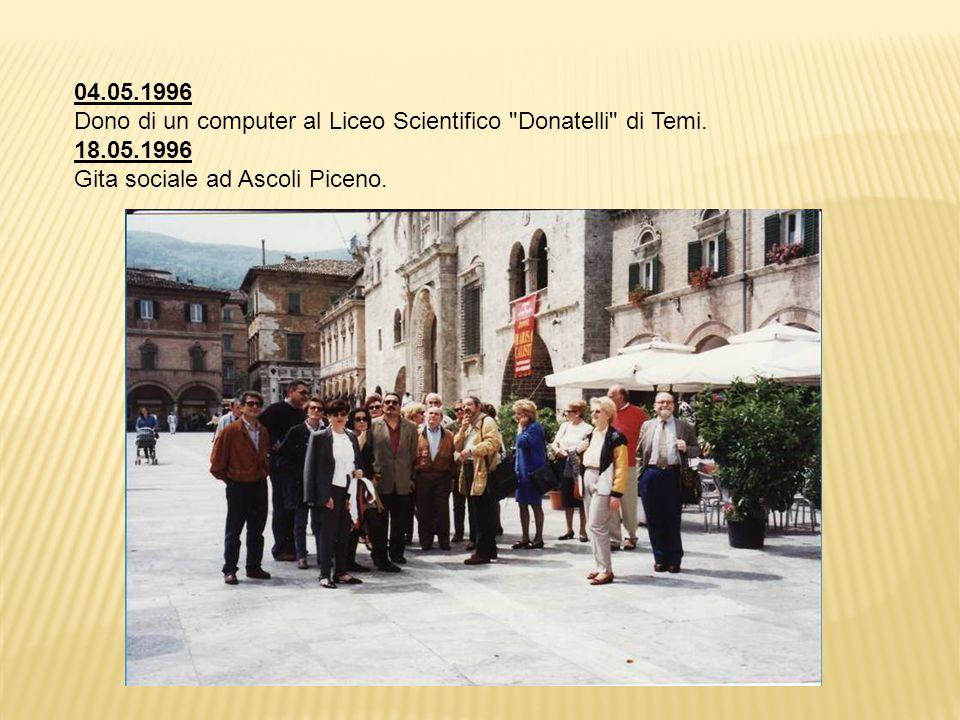 04.05.1996 Dono di un computer al Liceo Scientifico Donatelli di Temi.