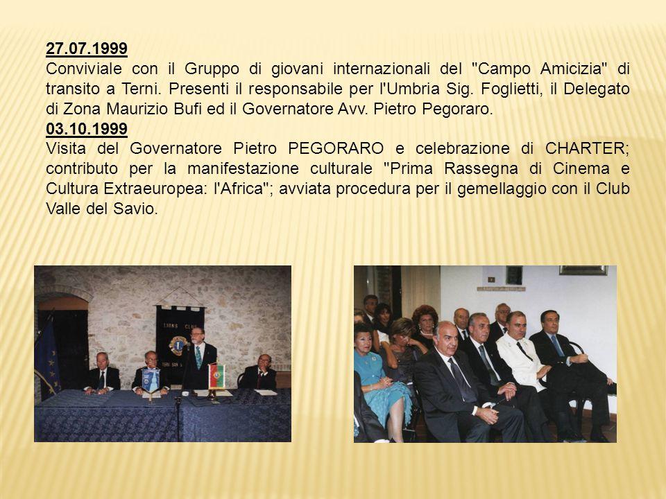 27.07.1999 Conviviale con il Gruppo di giovani internazionali del Campo Amicizia di transito a Terni.