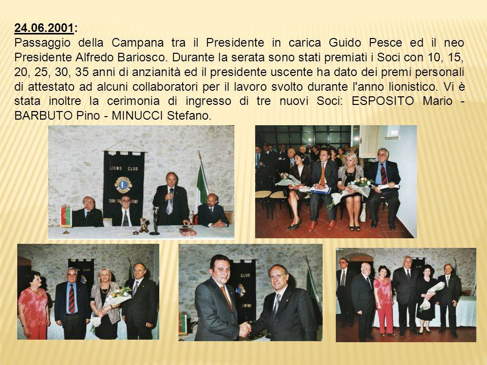 24.06.2001: Passaggio della Campana tra il Presidente in carica Guido Pesce ed il neo Presidente Alfredo Bariosco.