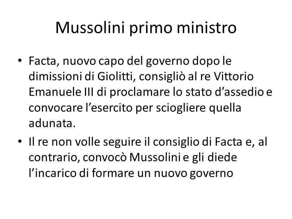 Mussolini primo ministro Facta, nuovo capo del governo dopo le dimissioni di Giolitti, consigliò al re Vittorio Emanuele III di proclamare lo stato d'assedio e convocare l'esercito per sciogliere quella adunata.